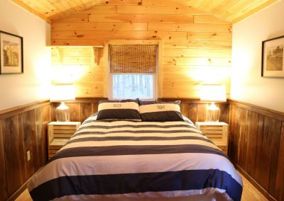 In Buttonwood Grove Cabin Chardonnay-Bedroom