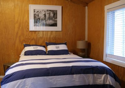 In Buttonwood Grove Cabin Riesling-Bedroom